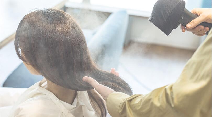 髪がよろこび、艶やかに躍る。
